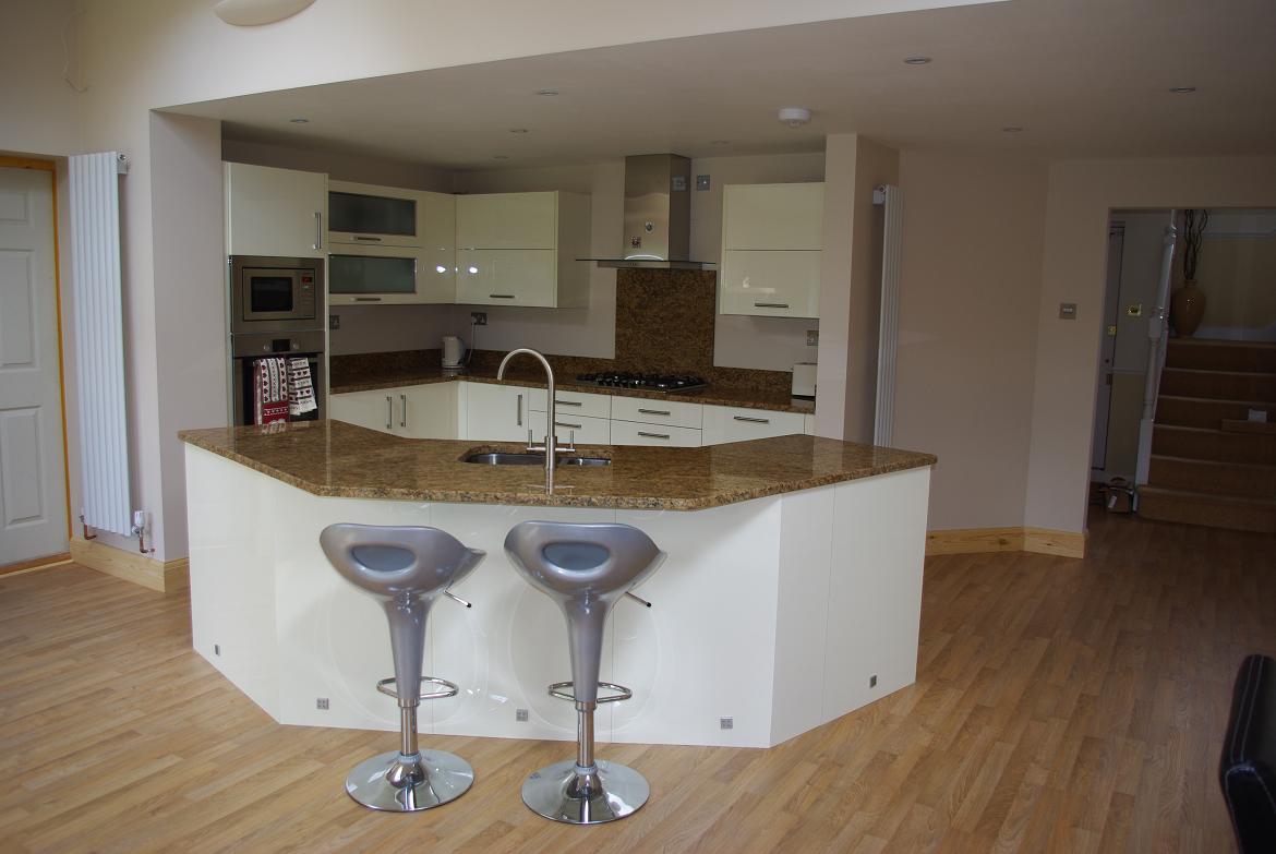 Fitted kitchen warner carpentry ltd for Pictures of fitted kitchens